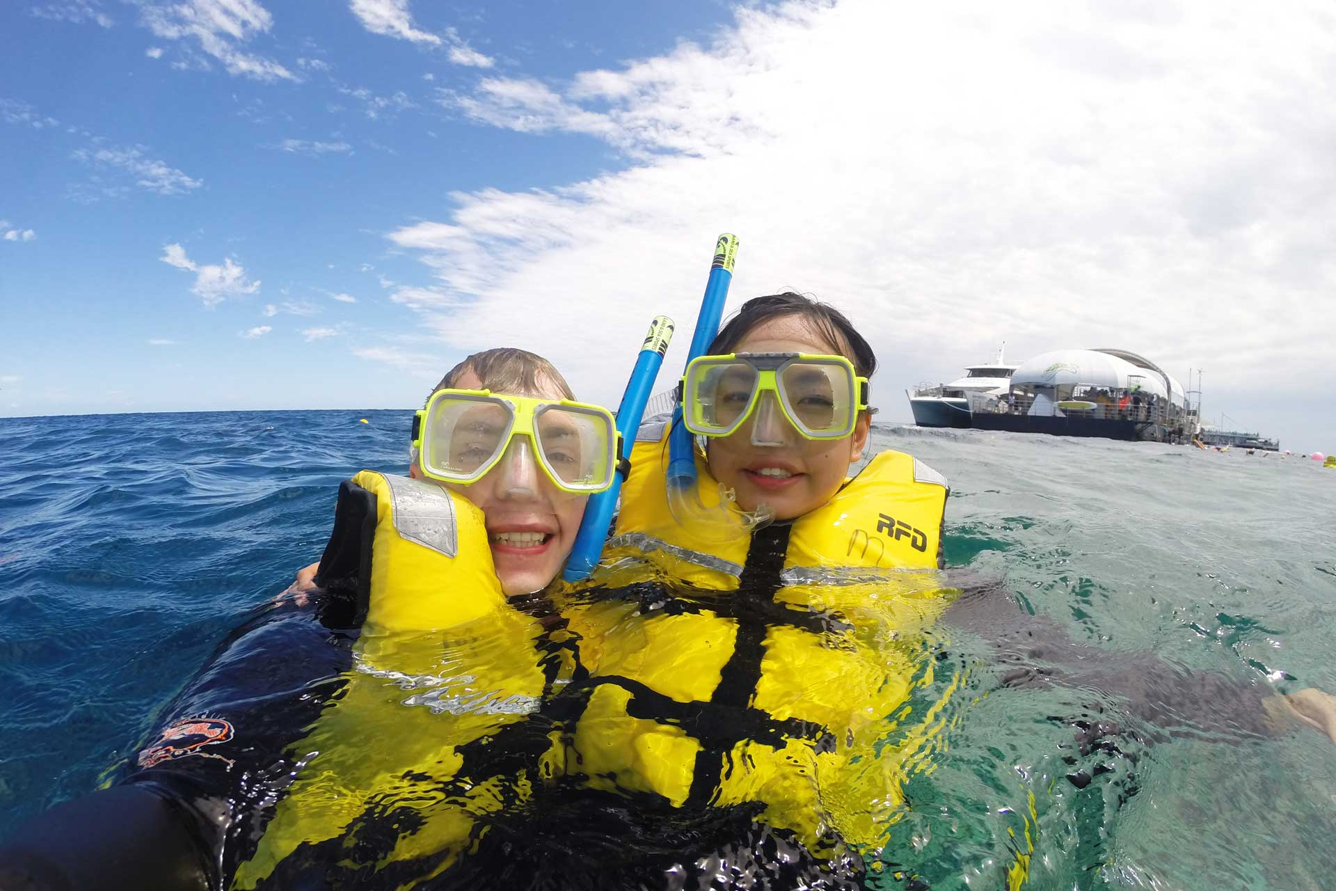 Mattias and Leonie snorkelling at the Great Barrier Reef